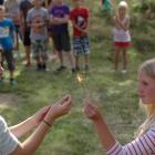 Elden tänds OS invigning, Astrid & Elin
